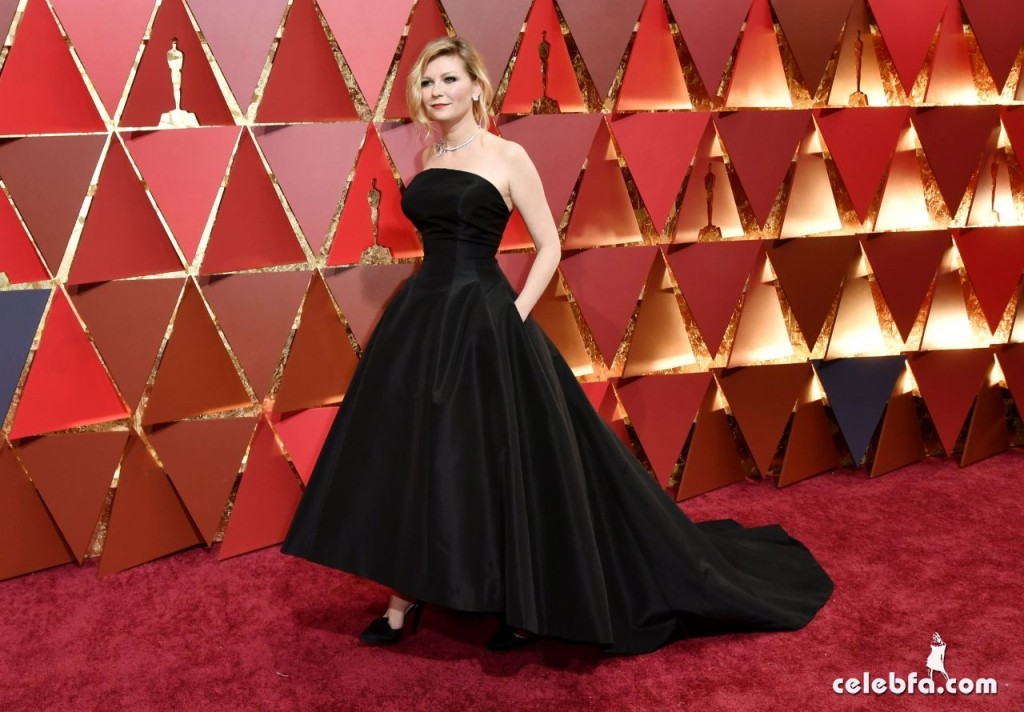 kirsten-dunst-oscars-2017-red-carpet-8