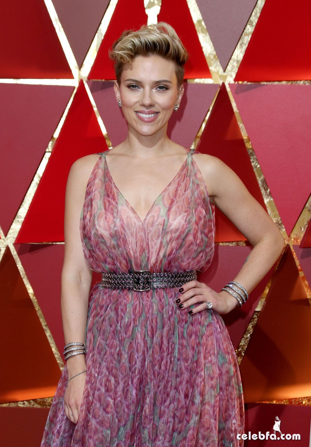 scarlett-johansson-oscars-2017-red-carpet-1